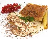 Hojaldre con mousse de chocolate blanco y piña