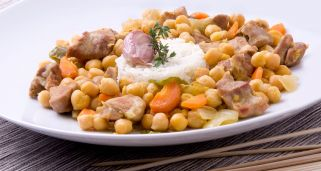 Garbanzos con cordero al curry