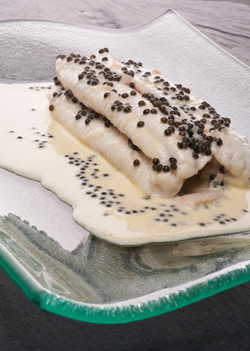 Lenguado al champán con caviar