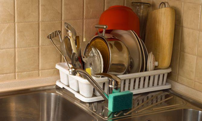 C mo fregar los cacharros hogarmania for Cacharros cocina