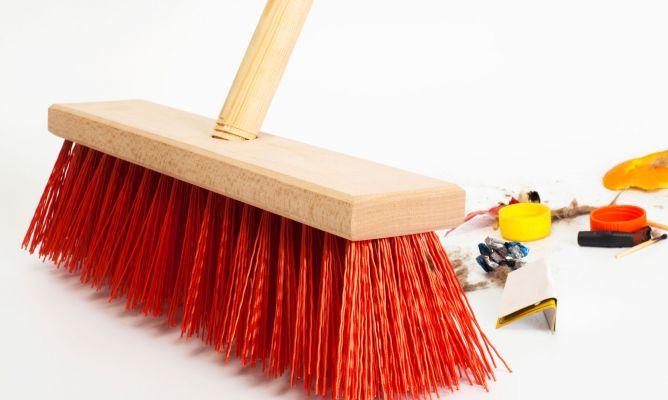 Limpiar la escoba hogarmania - Limpiar suelos muy sucios ...