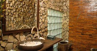 limpiar paredes de piedra