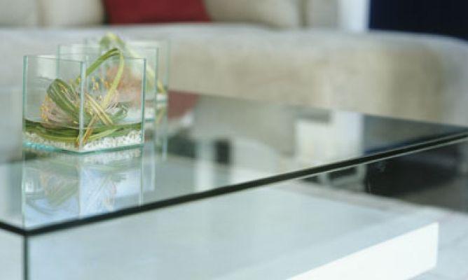 C mo limpiar una mesa de cristal hogarmania - Limpiar lamparas de cristal ...