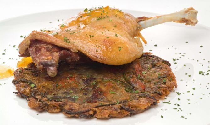 Receta de pato en confit sobre torta de patata con for Pato a la naranja al horno