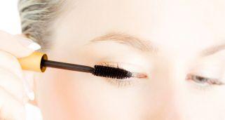 La máscara para los cabellos secos de los polvos de mostaza