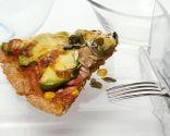 Pizza con aguacate, verduritas y jamón