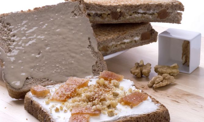 Receta de Sandwich de tahini, queso, nueces y membrillo