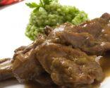 Conejo con arroz verde cremoso