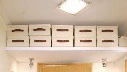 Aislar el techo con paneles decorativos bricoman a - Como hacer un altillo de madera ...