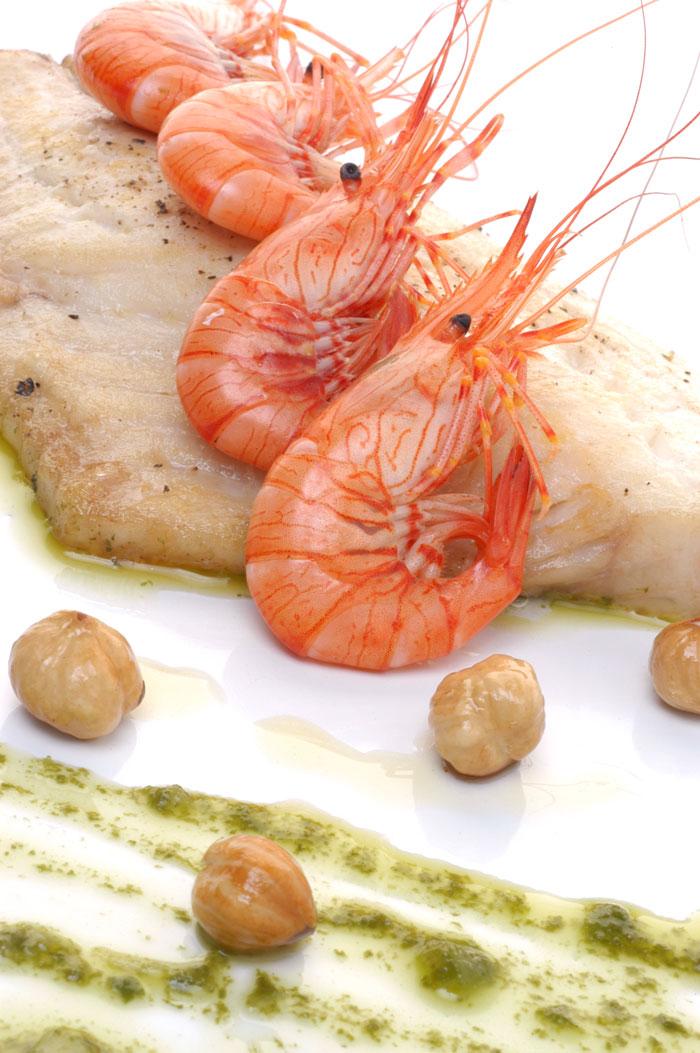 Receta de Dorada con avellanas, camarones y vinagreta de acelgas