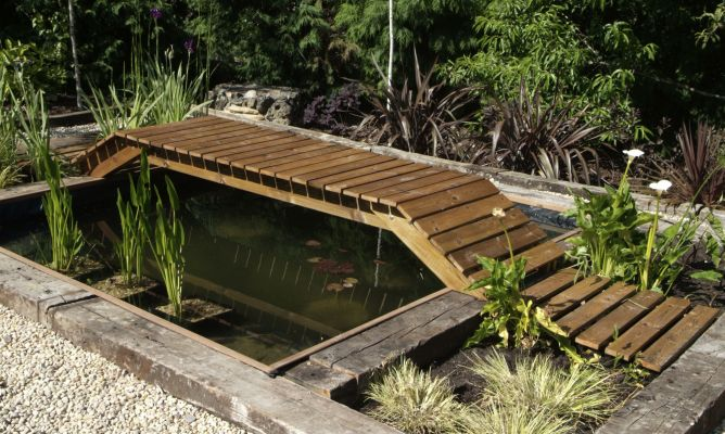 Construir un puente para un estanque bricoman a for Estanques rusticos