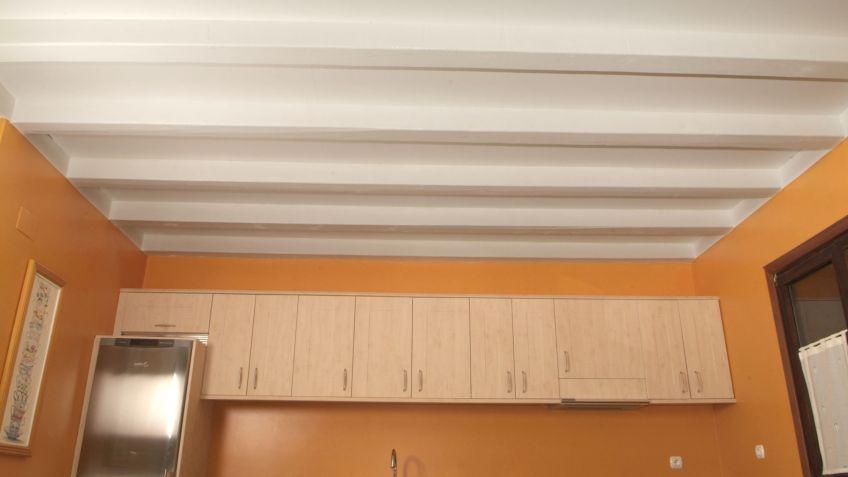 Pintar techo de madera en cocina - Bricomanía