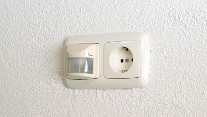 Cambio de timbre en entrada de casa bricoman a - Como conectar un sensor de movimiento de tres cables ...