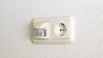 Luz autom tica en exterior bricoman a - Sensor de movimiento con luz ...