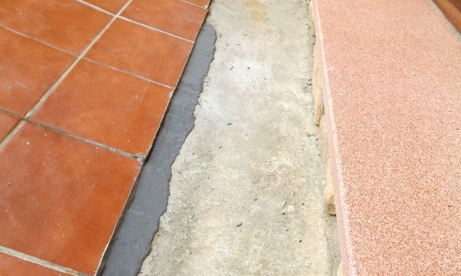 Arreglo de grieta en suelo exterior bricoman a - Suelo de exterior ...