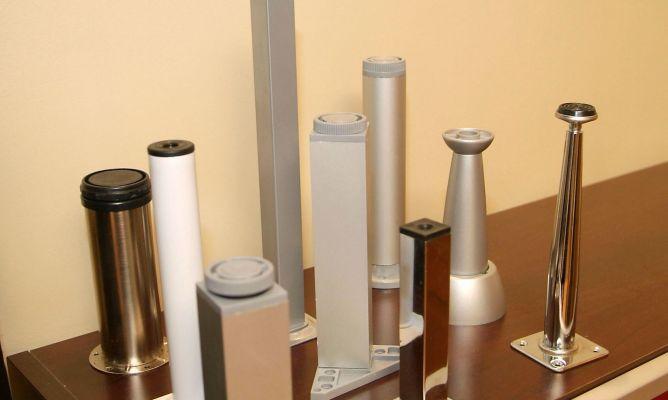 Patas metálicas regulables - Bricomanía