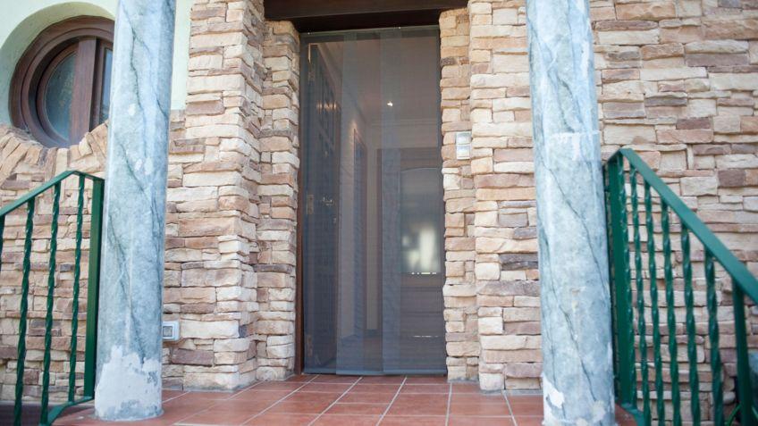 Mosquitera para puerta corredera gallery of great puertas - Cortinas mosquiteras para puertas ...