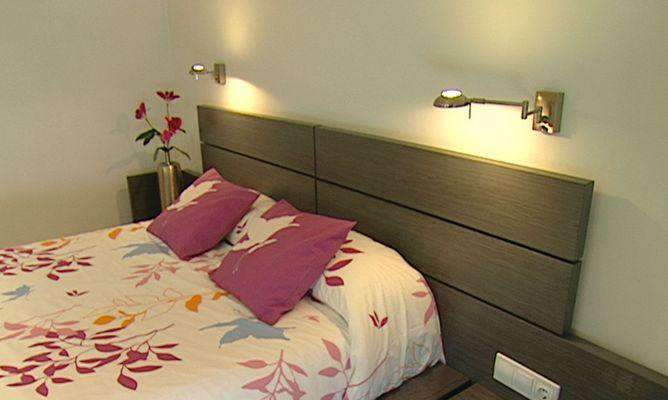 Apliques de luz con brazo m vil bricoman a - Lamparas de pared para dormitorios ...