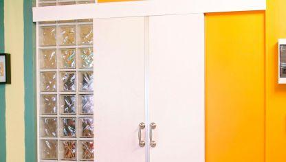 Colocar una puerta corredera oculta bricoman a - Como ajustar una puerta de madera ...