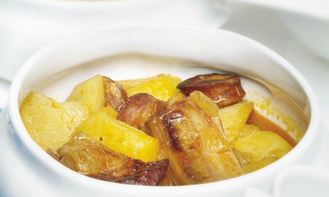 Receta de patatas con costilla de cerdo y chorizo hogarmania - Patatas con costillas de cerdo ...