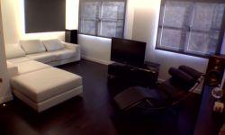 piso minimalista blanco y negro