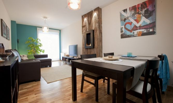 Sal n moderno de aire r stico decogarden - Decorar un salon moderno ...