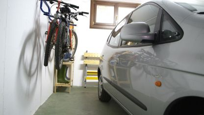 Elevador de bicicletas para el garaje bricoman a - Guardar bicicletas en poco espacio ...