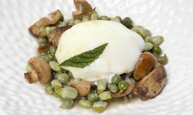 Receta de guisantes y habitas de primavera con huevo a for Cocina baja temperatura thermomix