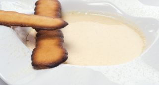 Natillas de vainilla con lenguas de gato