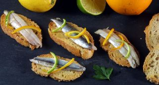 Anchoas marinadas con lima