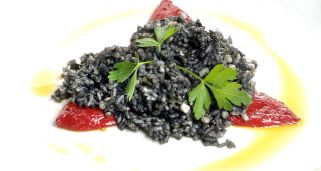 Arroz negro con chipirón