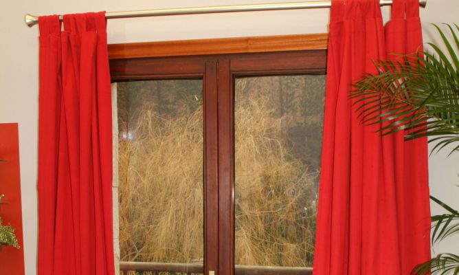 Arreglo de sujeci n de barra cortina bricoman a for Bases para colgar cortinas