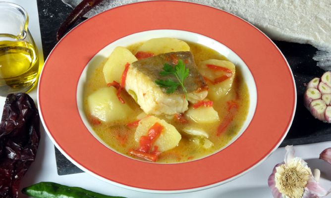Receta de guiso de bacalao con patatas karlos argui ano - Bacalao con garbanzos y patatas ...