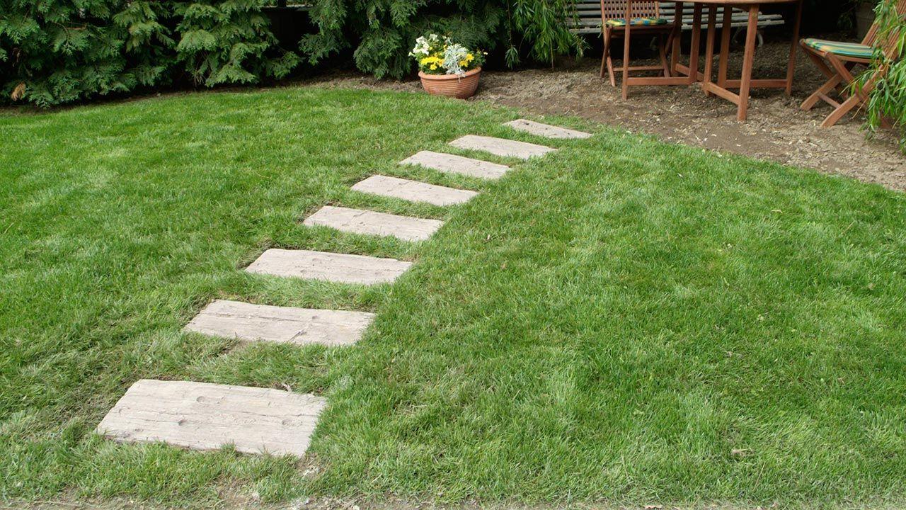 Ideas para hacer caminos en el jard n hogarmania for Caminos en jardines