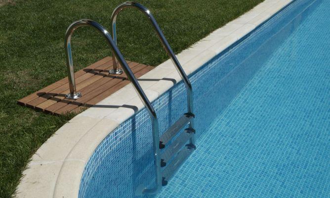 Resultado de imagen para Escaleras en la piscina