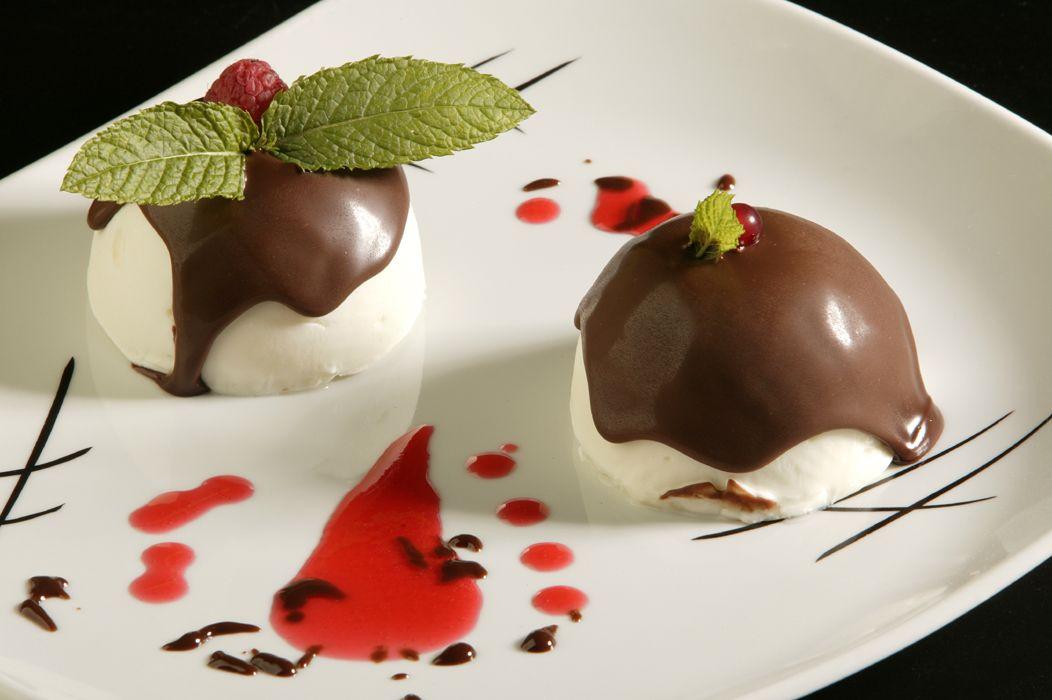 25 postres y tartas para triunfar en San Valentín - Vasitos de limón y chocolate - Bomba helada