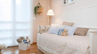 Habitación infantil cálida y tranquila