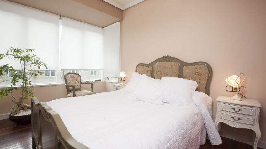 Dormitorio con muebles antiguos decogarden - Como restaurar muebles ...