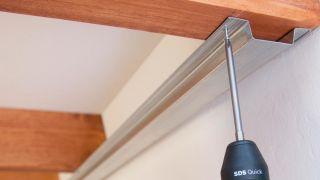 Aislar el techo con paneles decorativos
