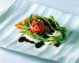 Pasta con bogavante, verduras y salsa de vino tinto