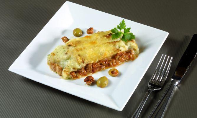 Receta De Pastel De Carne Picada De Ternera Y De Cerdo Con Patatas Y Salsa De Tomate Karlos Arguiñano