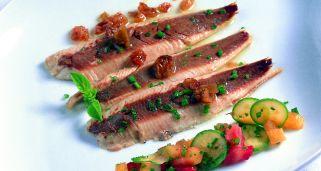 sardinas asadas con verduras frutas de verano y vinagreta de agraz verjus