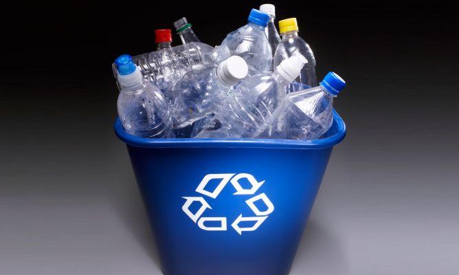 Los s mbolos de reciclaje de pl stico hogarmania for La madera es reciclable