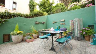 Terraza fresca con estilo mediterráneo