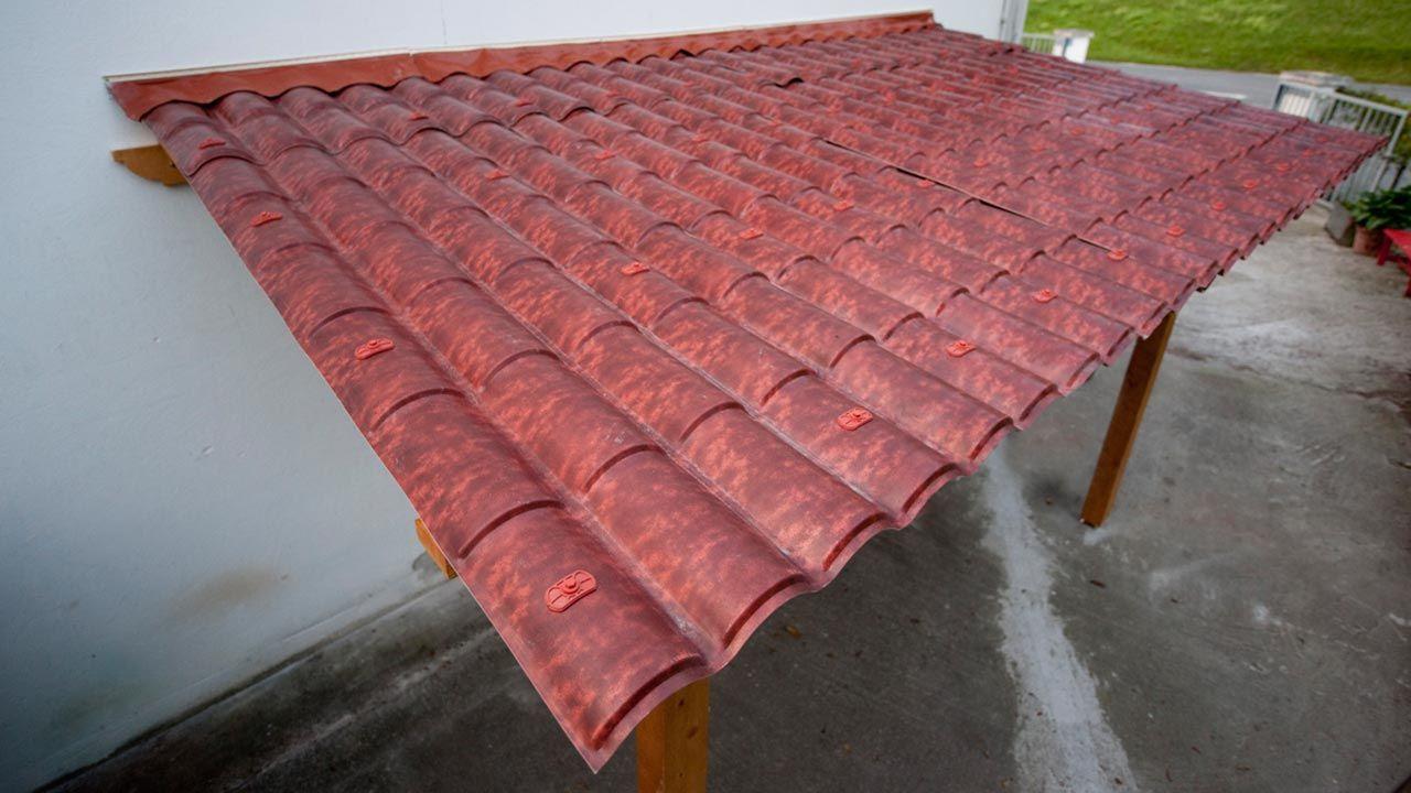 Cubierta de tejas de plástico