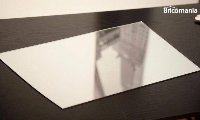 Cortar espejo bricolaje bricoman a for Espejo que se abre