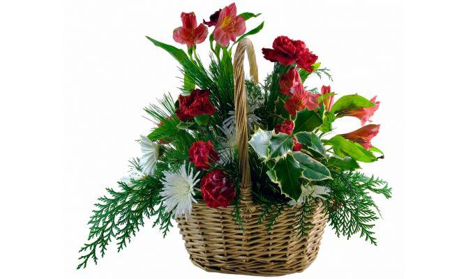 Composici n floral navide a en cestos de mimbre bricoman a - Como decorar una cesta de mimbre ...