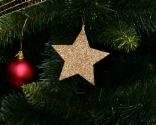 Adornos reciclados para el árbol de Navidad