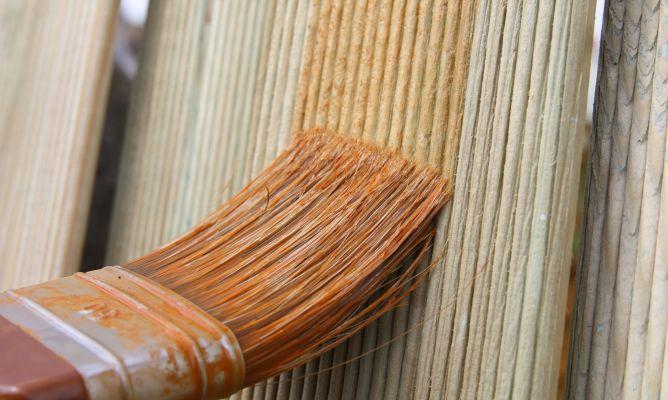 C mo colocar un z calo con madera machihembrada hogarmania - Zocalos de madera altos ...