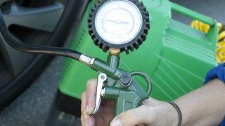 Cómo medir presión de las ruedas